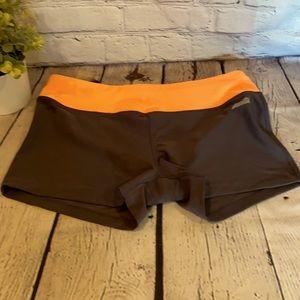 Avis med black athletic shorts with orange band